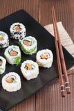 Sistema del sushi de Uramaki imagenes de archivo