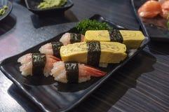 Sistema del sushi del camarón y del huevo Fotografía de archivo libre de regalías