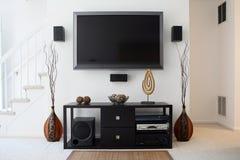 Sistema del teatro domestico con HDTV a grande schermo Fotografia Stock