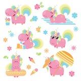 Sistema del unicornio lindo y de la diversión del verano del rosa en una playa imágenes de archivo libres de regalías