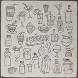 Sistema del vector de bebidas dibujadas diversa mano Imagen de archivo libre de regalías