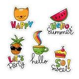 Sistema del vector de cinco etiquetas engomadas frescas, de remiendos con la comida y de símbolos del verano Foto de archivo libre de regalías