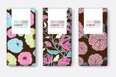 Sistema del vector de diseños de paquete de la barra de chocolate con los estampados de flores azules, rosados, y de Brown Marco  stock de ilustración