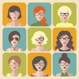 Sistema del vector de diversos iconos del app de las mujeres en vidrios en estilo plano stock de ilustración