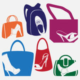 Sistema del vector de emblemas coloreados con los diferentes tipos de calzado Imagenes de archivo