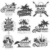 Sistema del vector de etiquetas de la estación de verano en estilo del vintage Fotografía de archivo libre de regalías