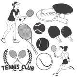 Sistema del vector de etiquetas del deporte del tenis en estilo del vintage Pelotas de tenis y estafas Elementos del diseño, icon Imagen de archivo
