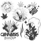 Sistema del vector de etiquetas médicas de la marijuana en estilo del vintage Los emblemas, las insignias y los logotipos del cáñ stock de ilustración
