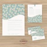 Sistema del vector de invitaciones de boda florales del vintage en la textura de madera, invi Fotografía de archivo