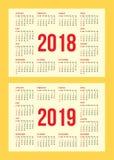 Sistema del vector de la rejilla del calendario por los años 2018-2019 para las tarjetas de visita en fondo Fotos de archivo