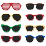 Sistema del vector de las gafas de sol de la moda El ejemplo del bastidor plástico colorido de las lentes aisló objetos en el fon Fotografía de archivo