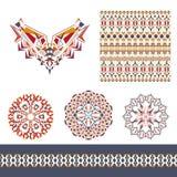 Sistema del vector de los elementos decorativos para el diseño y la moda en estilo tribal étnico Modelos del escote, inconsútiles stock de ilustración