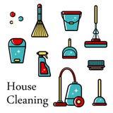 Sistema del vector de los iconos planos para las herramientas de limpieza en casa Objetos aislados en el fondo blanco Limpiando e libre illustration