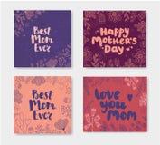 Sistema del vector de tarjetas del garabato del día de la madre s Letras dibujadas mano con las flores mamá del est nunca, día de stock de ilustración