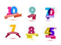 Sistema del vector del diseño de los números del aniversario 10, 9, 70, 7, 8, 45 iconos, composiciones con las cintas Colorido, t Fotografía de archivo libre de regalías