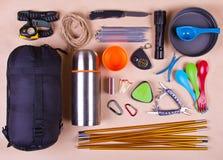 Sistema del viaje Equipo turístico para acampar o caminar foto de archivo