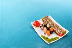 Sistema delicioso del rollo de sushi Imagenes de archivo