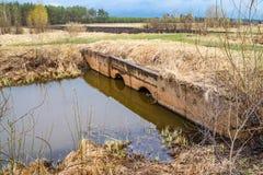 Sistema di bonifica dei terreni per irrigazione dei campi fotografie stock