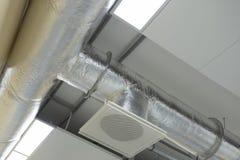 Sistema di condizionamento d'aria allegato al soffitto fotografia stock libera da diritti