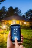 Sistema di controllo domestico a distanza su una compressa digitale fotografia stock
