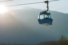 Sistema di trasporto della cabina di funivia e del Ropeway per gli sciatori Fotografia Stock Libera da Diritti
