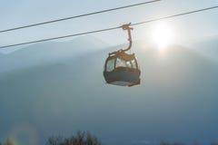 Sistema di trasporto della cabina di funivia e del Ropeway per gli sciatori Fotografia Stock