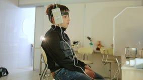 Sistema diagnostico del ` s dei bambini di sanità - occhio-cervello che ricerca per il ragazzo dell'adolescente archivi video