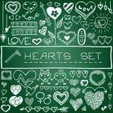 Sistema dibujado mano de corazones y de flechas Foto de archivo
