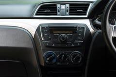 Sistema do autorrádio e de ar, botão no painel no painel sujo do carro fotografia de stock royalty free