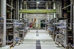 Sistema do encanamento e da válvula na cervejaria para a distribuição e o transporte dos ingredientes imagem de stock