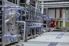Sistema do encanamento e da válvula na cervejaria para a distribuição e o transporte dos ingredientes fotos de stock