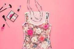 Sistema elegante de la moda Esencial cosmético mínimo Imagen de archivo