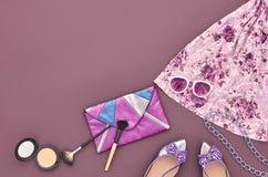 Sistema elegante de la moda Visión superior Esencial cosmético Imágenes de archivo libres de regalías