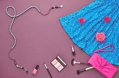 Sistema elegante de la moda Visión superior Esencial cosmético Foto de archivo
