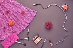 Sistema elegante de la moda Visión superior Esencial cosmético Fotografía de archivo
