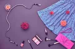 Sistema elegante de la moda Visión superior Esencial cosmético Imagen de archivo libre de regalías