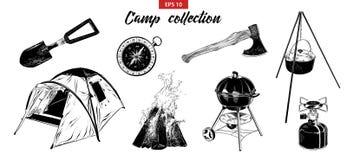 Sistema exhausto del bosquejo de la mano de elementos que acampan aislados en el fondo blanco ilustración del vector