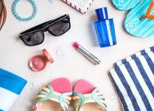 Sistema femenino del verano de accesorios foto de archivo