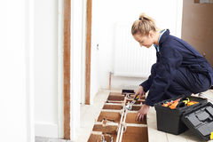 Sistema femminile di Fitting Central Heating dell'idraulico fotografia stock libera da diritti