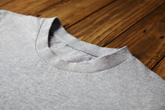 Sistema gris en blanco de la maqueta de la camiseta Fotografía de archivo