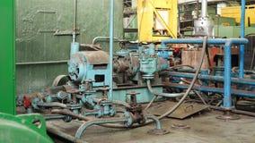 Sistema hidráulico velho na fábrica vídeos de arquivo