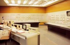 Sistema informático velho dentro do painel de controle do central nuclear de Zwentendorf Imagens de Stock