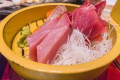 Sistema japonés de la comida, sashimi y pescados asados a la parrilla imagenes de archivo