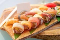 Sistema japonés tradicional del sushi de la cocina con la etiqueta en blanco Fotografía de archivo libre de regalías