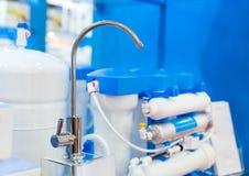 Sistema o ósmosis, agua-purificación del filtro de agua fotografía de archivo