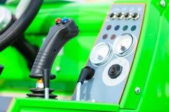 Sistema operativo sulla grande macchina agricola industriale Immagine Stock