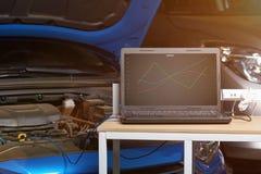 Sistema para el diagnóstico del coche del ordenador imagenes de archivo