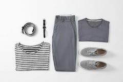 Sistema plano de la endecha de ropa y de accesorios masculinos elegantes Fotografía de archivo