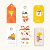 Sistema retro de otoño lindo, de etiquetas del regalo de la caída y de etiquetas con el erizo, el pájaro, las hojas del roble y e ilustración del vector