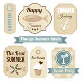 Sistema retro lindo de etiquetas de las vacaciones de verano,  ilustración del vector